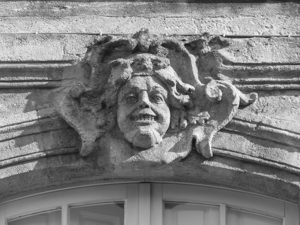 Mascarons Hotel Bordeaux - fontaine parlement